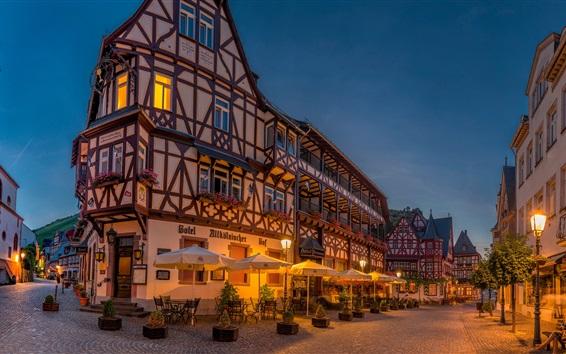 Fond d'écran Allemagne, ville, soir, parapluies, rue, lumières