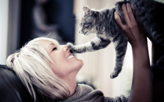 Обои Девочка и котенок, друзья