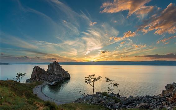 Обои Озеро, дерево, скалы, облака, закат