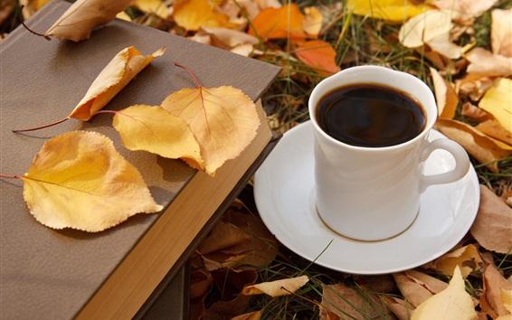 壁紙 コーヒー1杯、黄色い葉、本、秋