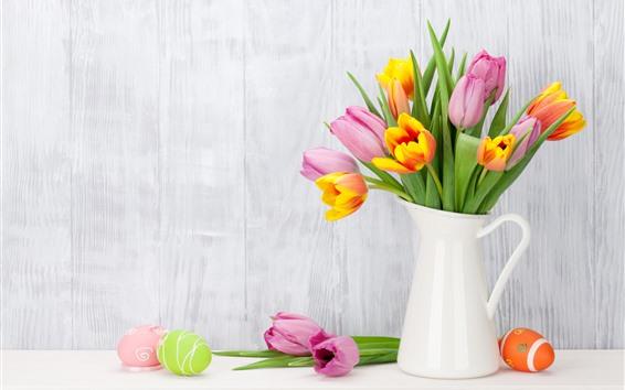 壁紙 ピンクとオレンジのチューリップ、花瓶、イースターエッグ