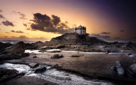 Fondos de pantalla Portugal, playa, mar, piedras, casa, nubes, puesta de sol