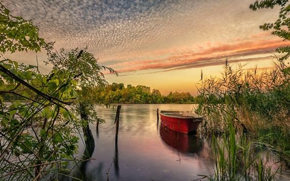 Fondos de pantalla Río, barco, juncos, nubes, puesta de sol