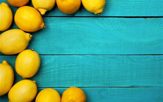 壁紙 若干の黄色のレモン、青い木製の板