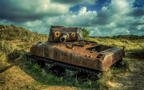 Wallpaper Tank, rusty, grass