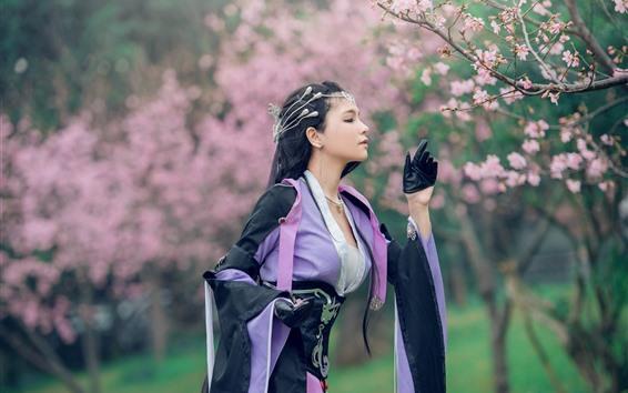 Обои Китайская девушка, платье в стиле ретро, цветы, весна