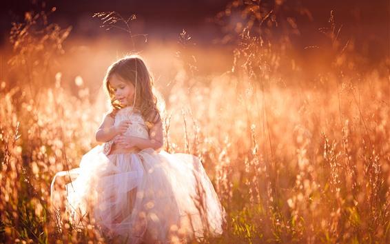 Papéis de Parede Adorável menina, cachos, criança, grama, verão