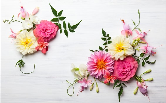 Fondos de pantalla Flores rosadas y blancas en la mesa