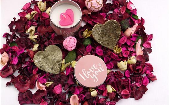 Fondos de pantalla Pétalos de rosas rojas, corazón de amor, vela