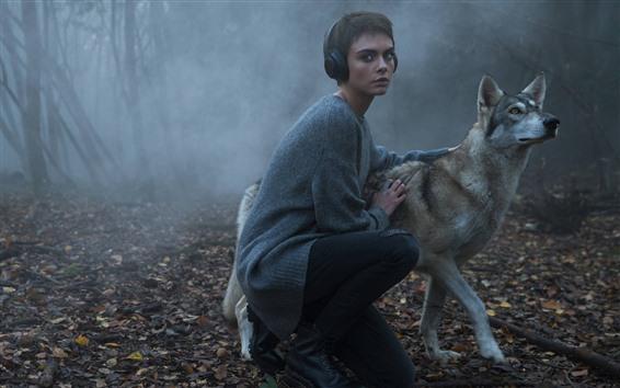 壁纸 短发女孩和狼,雾,早晨