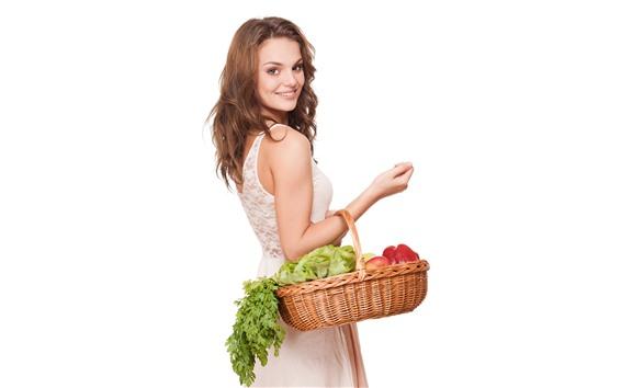 Обои Улыбка девушка оглянуться назад, корзина, овощи, на белом фоне