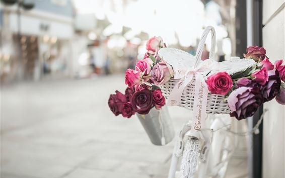 Fond d'écran Vélo blanc, panier, roses roses et rouges
