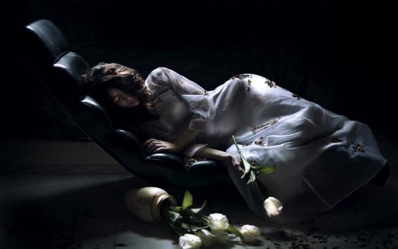Fondos de pantalla Dormir niña blanca falda, tulipanes blancos
