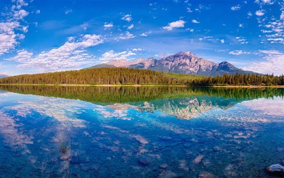 Papéis de Parede Bela natureza paisagem, lago, montanhas, árvores, reflexão da água, Canadá