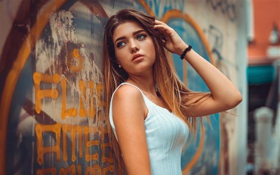 壁紙 茶色の髪の女の子、青い目、落書きの壁