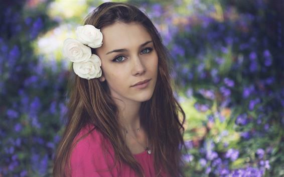 Papéis de Parede Menina de cabelo castanho, olhos verdes, flores brancas
