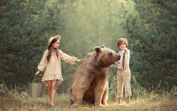 Papéis de Parede Criança menina e menino, urso pardo, peixe