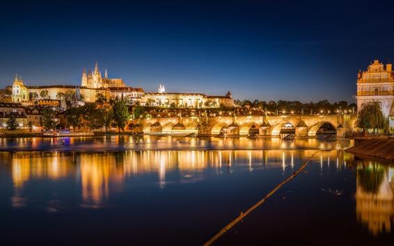 壁紙 チェコ、プラハ、美しい街の夜景、橋、川、ライト
