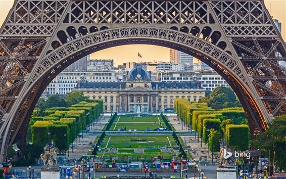 壁紙 エッフェル塔、アーチ、木々、芝生、パリ、フランス