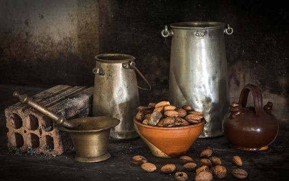 Обои Орехи, металлический чайник