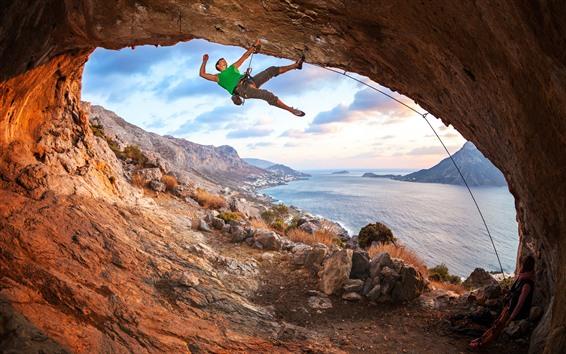 Обои Море, пещера, альпинист, экстремальный вид спорта