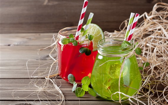 Обои Две чашки коктейля, сока, красного и зеленого