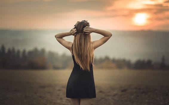 Hintergrundbilder Hintere Ansicht des blonden Mädchens, schwarzer Rock, Dämmerung, Sommer