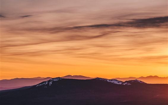 Papéis de Parede Montanhas, céu alaranjado, pôr do sol