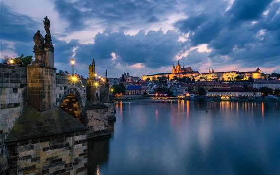 壁紙 プラハ、チェコ共和国、夜、川、ライト、雲、都市