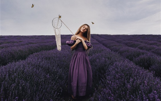 Papéis de Parede Garota de saia roxa, campo de flores de lavanda, borboleta