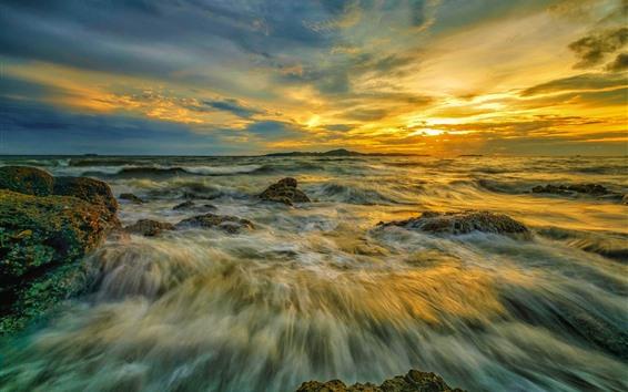 Fond d'écran Mer, jet d'eau, nuages, coucher de soleil