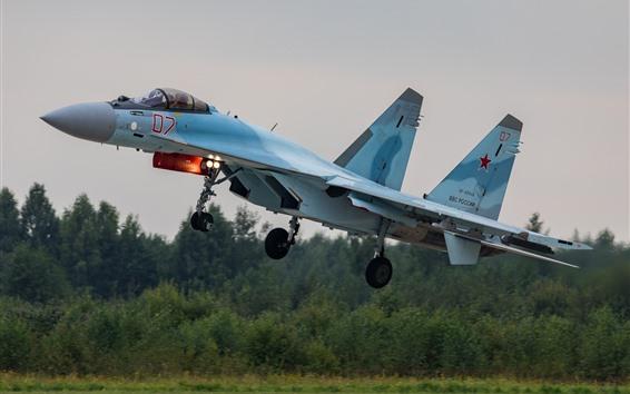 Обои Многоцелевой истребитель Су-35С взлетит