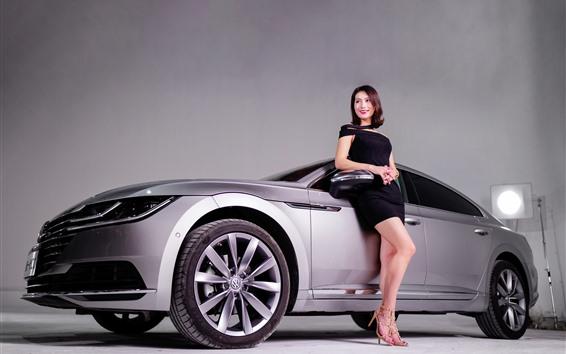 Обои Volkswagen серебряный автомобиль, улыбка девушка, модель