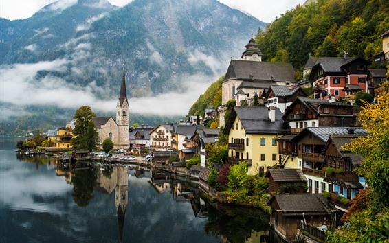 Fondos de pantalla Hermoso pueblo, lago, montañas, niebla, Hallstatt, Austria