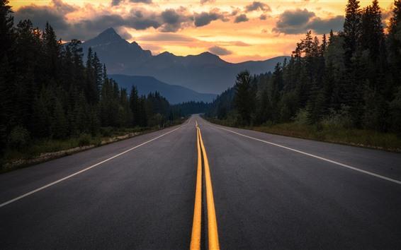 Fondos de pantalla Canadá, Albert, carretera, árboles, montañas, nubes, atardecer
