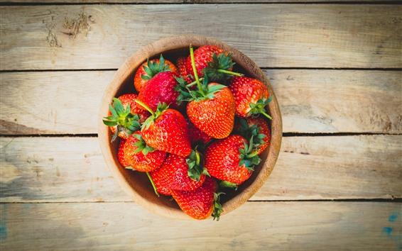Fondos de pantalla Deliciosa fresa fresca, Bol, tablero de madera