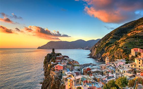 Papéis de Parede Itália, Cinque Terre, Mar da Ligúria, bela aldeia, montanhas, pôr do sol