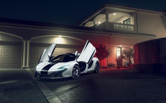 Fond d'écran Supercar blanche McLaren 650S, portes ouvertes, villa, nuit