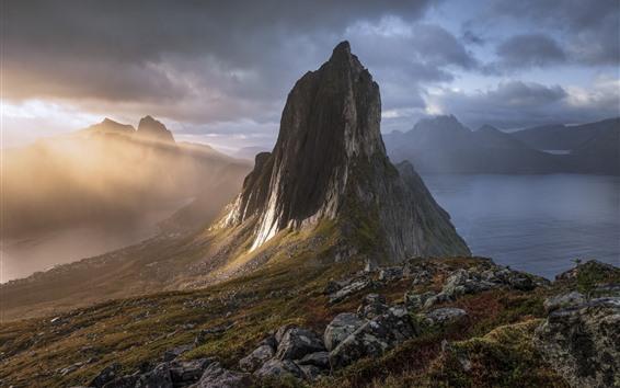 Fondos de pantalla Noruega, Senja, montañas, lago, sol, niebla, mañana