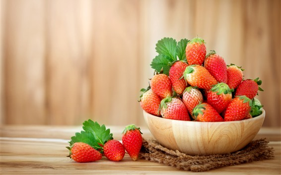 Fondos de pantalla Un tazón de fresa, fruta jugosa