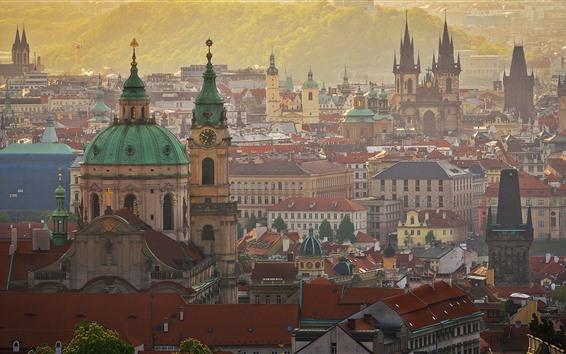 Fondos de pantalla Praga, República Checa, torre, edificios, casas, ciudad, niebla