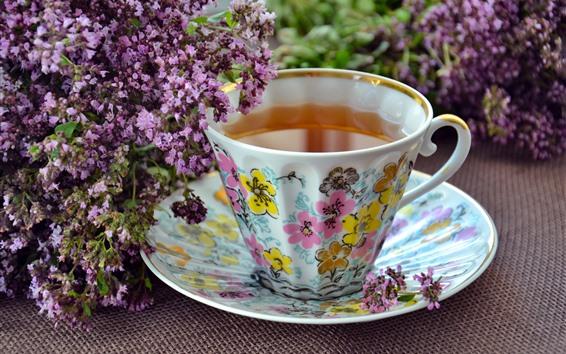 Fondos de pantalla Flores de lavanda púrpura, una taza de té