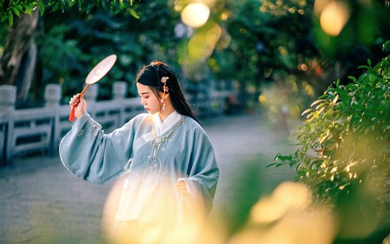 Hintergrundbilder Chinesisches Mädchen des Retrostils, Fan, Anlagen, Sonnenschein