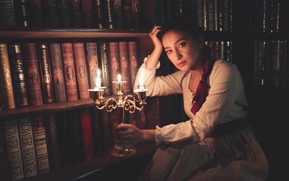 Fondos de pantalla Chica de estilo retro, velas, llamas, libros