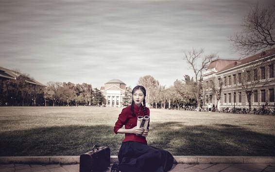 Fondos de pantalla Chica de estilo retro, vestido rojo, libro, maleta