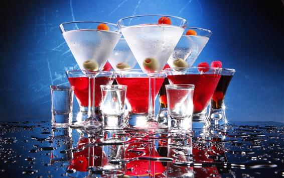 Fond d'écran Quelques tasses de cocktails, des reflets, de l'eau