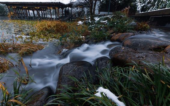 Fondos de pantalla Piedras, arroyo, plantas, nieve, invierno, parque, Hangzhou, China
