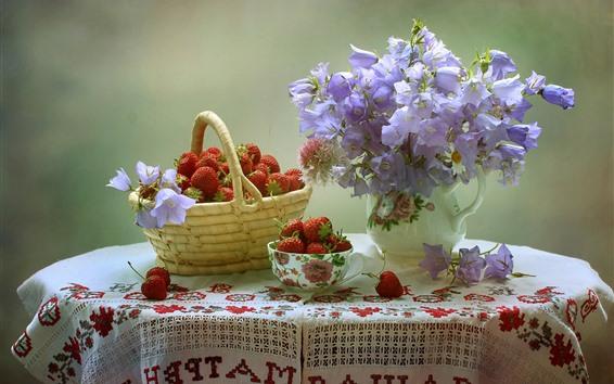 Fondos de pantalla Fresa, flores, bol, cesta, mesa