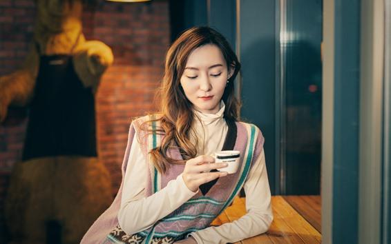 Fondos de pantalla Chica asiática beber cafe