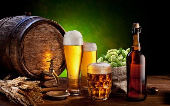 Fondos de pantalla Cerveza, espuma, vasos de vidrio, barril, botella, lúpulo, trigo.